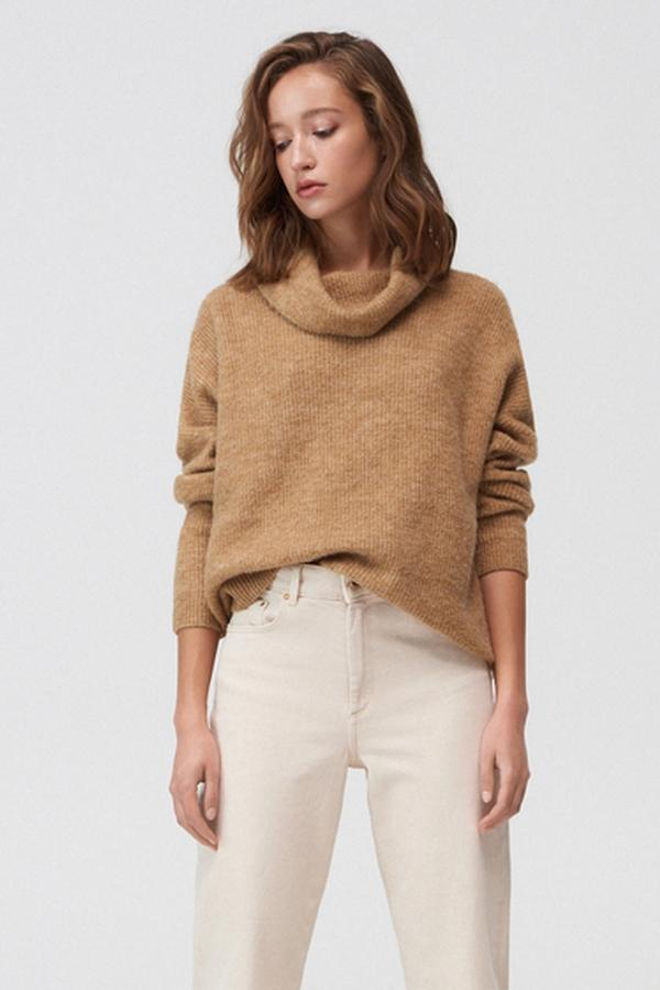 sweter z szerokim golfem Mohito