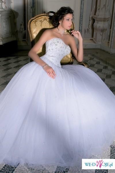 Tiulowa suknia w królewskim stylu!!!!
