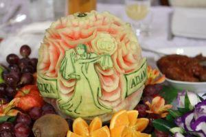 Dekoracje owocowe i rzeźby lodowe