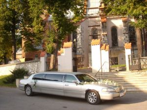 firma BESTLIMO wynajem limuzyn Lincoln i jaguar