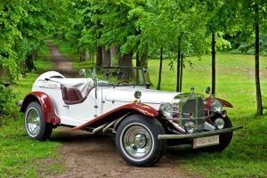 Mercedesem z lat 30-tych XX wieku do ślubu