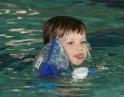 Pływanie niemowląt Let's swim
