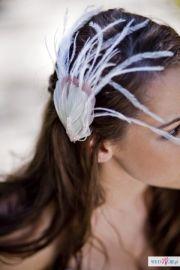 Wyjątkowe i niepowtarzalne dodatki do włosów na ślub i nie tylko