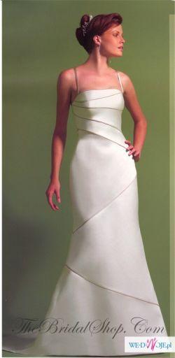 Atłasowa suknia szyta na wzór