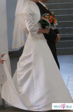 Atrakcyjna suknia ślubna + dodatki gratis!