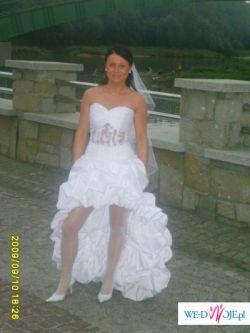 atrakcyjna suknia slubna krótka z przodu,tył długi