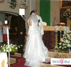 bajkowa śnieżnobiała suknia ślubna