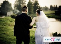 Bardzo kobieca i skromna suknia ślubna rozm.38-40 + dodatki