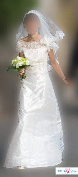 bardzo prosta suknia slubna z welonem i halką