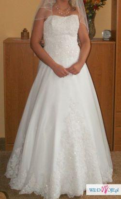 Bardzo tania śnieżnobiała suknia zaprojektowana przez projektanta
