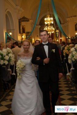 Biała, elegancka suknia ślubna