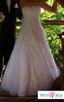 biała skromna sukienka ślubna (700 zł)