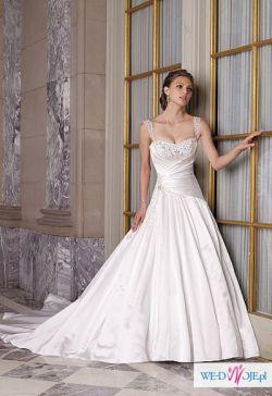 Biała suknia, ozdabiana kryształami Swarovskiego + welon i bolerko
