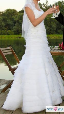 Biała suknia ślubna