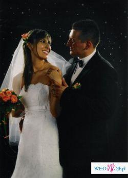 Biała suknia ślubna; cała z koronki z kamieniami Swarovskiego