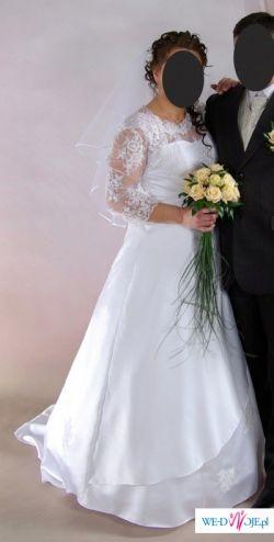 Biała suknia ślubna, pięknie zdobiona