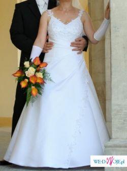 Biała suknia ślubna z atłasu