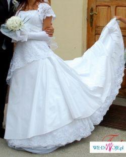 Biała suknia ślubna z hiszpańskiej koronki z kamykami Svarowskiego