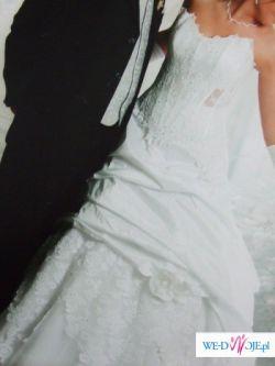 Biala suknia slubna z koronki