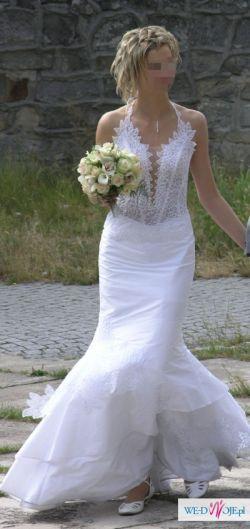Biała suknia z trenem firmy Agora model 27-11