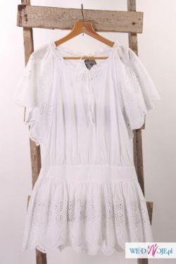 Biała tunika z haftem