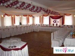 Białe pokrowce ślubne