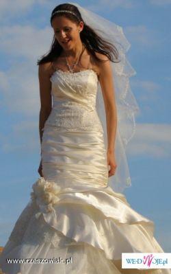 Błyskotliwa suknia ślubna