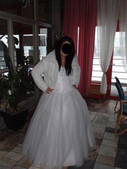 Bogato zdobiona Suknia Ślubna Princessa 42/44 na dwóch kołach
