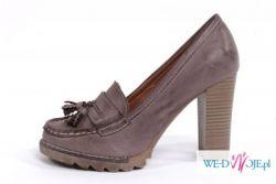 Brązowe pantofle na słupku