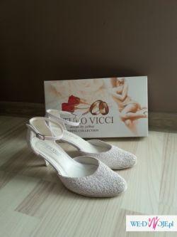 Buty do ślubu, białe