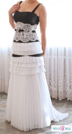 czarno-biała suknia ślubna, idealna na początek ciąży, regulowana