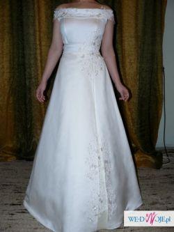 Czarująca suknia ślubna.