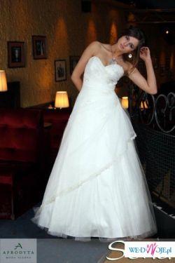 delikatna, błyszcząca suknia ślubna
