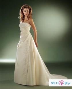 delikatna elegancka suknia slubna