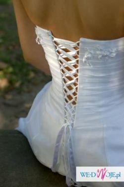 Delikatna i romantyczna sukienka Demetrios