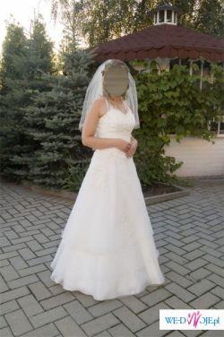 Delikatna i urocza suknia ślubna
