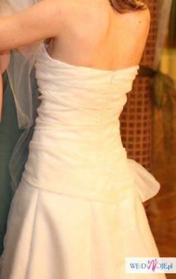 Delikatna,prosta i elegancka suknia ślubna