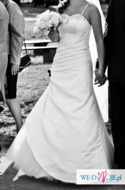 delikatna subtelna suknia rozmiar około 38 w kolorze ecru