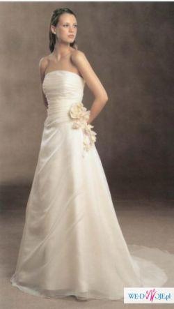 Delikatna suknia Pronovias Neptuno