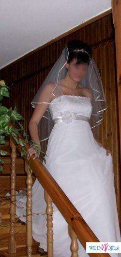 Delikatna suknia ślubna, w sam raz dla kobiety  w ciąży