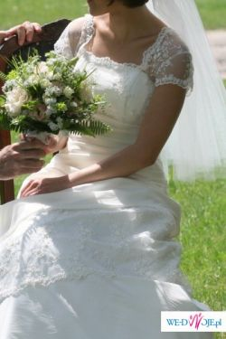 delikatna suknia w kolorze ecru