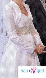 Dokładnie takiej sukni poszukujesz .....