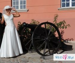 Dostojna suknia ślubna w kolorze ecru