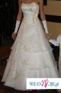 Dwuczęściowa suknia dla drobnej kobiety