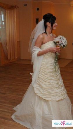 Efektowna i skromna Suknia Ślubna Silan