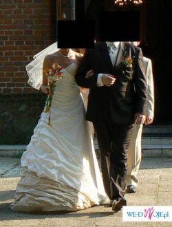 Efektowna suknia ecru z dodatkiem cappucino