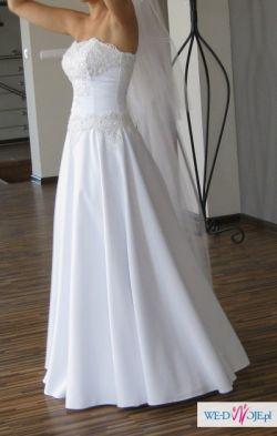 Elegancka, biała suknia ślubna