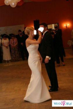 Elegancka hiszpańska suknia ślubna