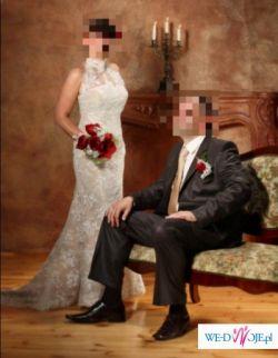 Elegancka i pełna blasku koronkowa suknia ślubna