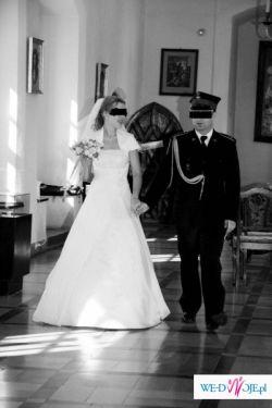 elegancka i zmysłowa suknia ślubna